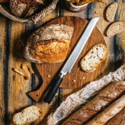 Cuchillo Samura MO-V de pan en acción